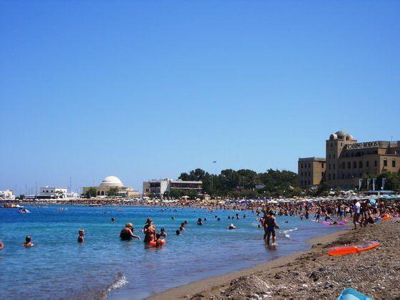 Пляж в г. Родос носит название
