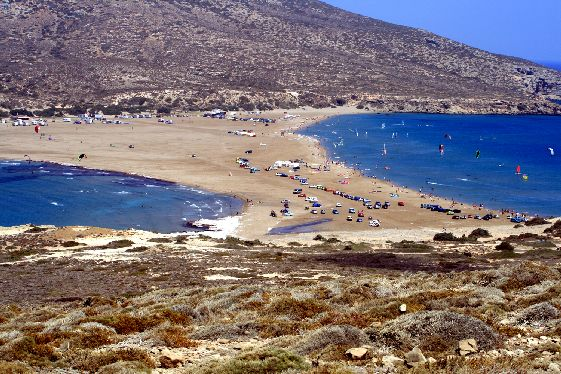 Узкий перешеек г. Прассониси, слева - бурное Эгейское море