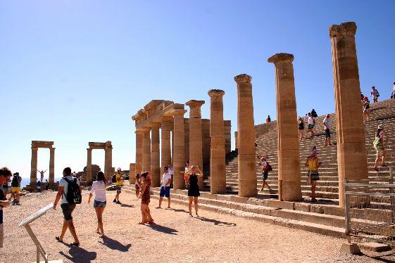 Родос – мифологическое место, а самое главное здесь мифологию можно потрогать!