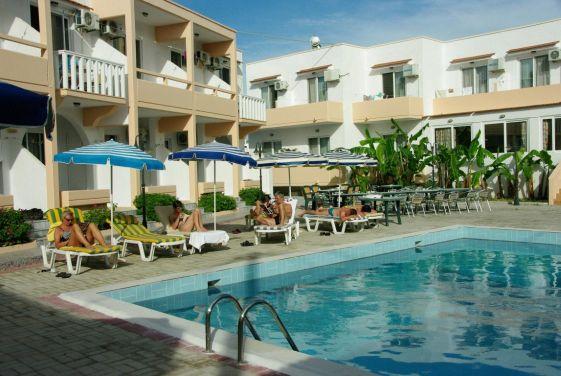 Один из немногочисленных отелей в Архангелосе на Родосе