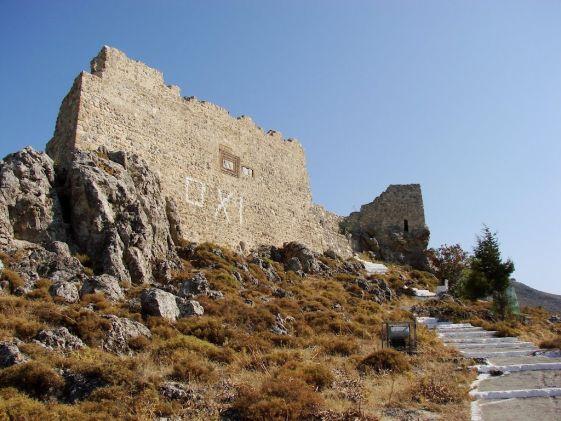 Сохранившиеся руины замка в Архангелосе на Родосе