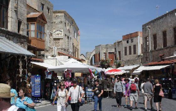 И не забудьте просто прогуляться по замечательному старому городу Родос!