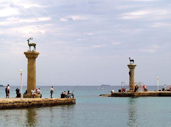 Родос - это известный курорт с развитой инфраструктурой и богатейшей историей
