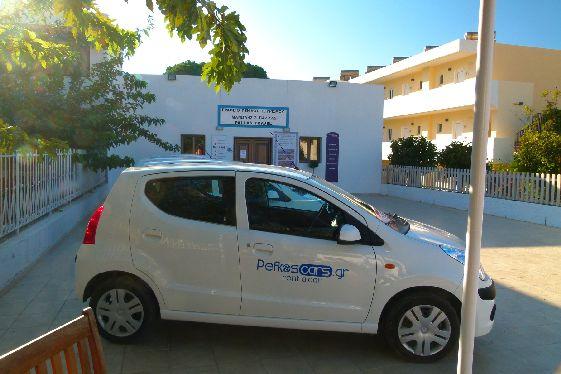 Взяв в прокат авто можно не только добраться до отеля, но и попутешествовать по острову!