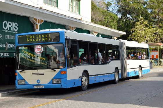 Посадка на автобус как правило происходит на специальных остановках