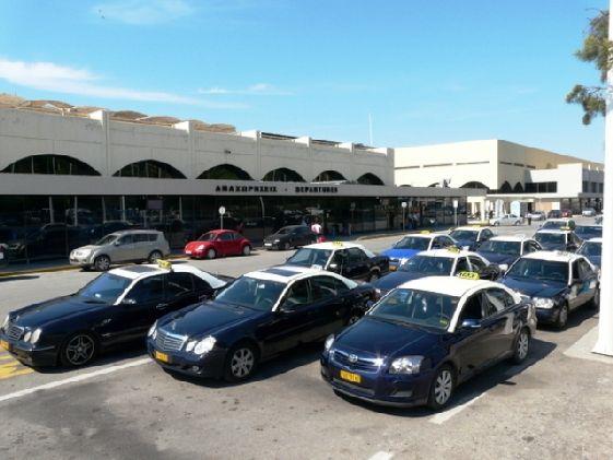 При выходе из аэропорта у Вас будет больший выбор такси!