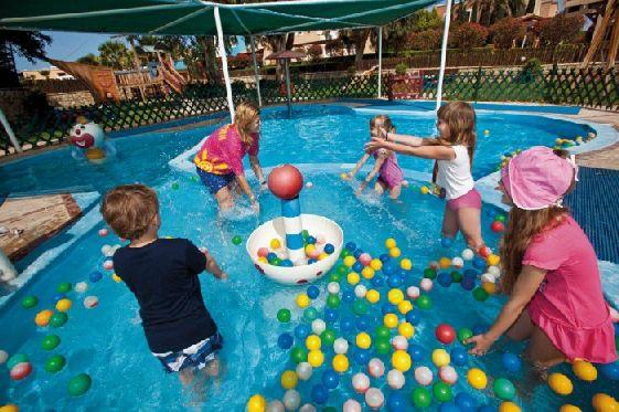 Многие считают, что именно Родос один из самых подходящих островов для отдыха с детьми в Греции
