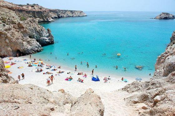 Остров Милос - кладезь для любителей пляжного отдыха.. еще бы, здесь целых 74 пляжа, больше чем на любом другом острове Кикладского архипелага!