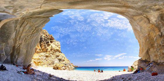 Остров Икария — отличное место для умиротворенного отдыха, ведь шумных туристических мест здесь просто нет, зато остров знаменит своей живописной, первозданной природой и термальными источниками